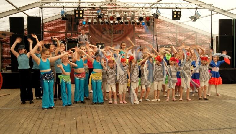 Kindertanz beim Birkenfest 2012