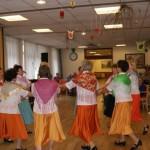 Seniorentanzgruppe Herbst Rosen - Auftritt beim Frühlingsfest im Seniorenheim